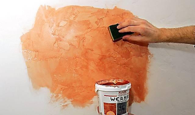 Окраска стен фактурной краской своими руками 58