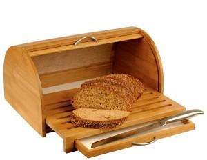 В наше время хлеб хранят в хлебницах