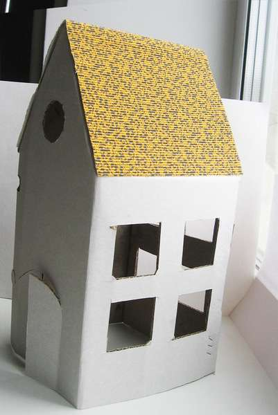 Небольшой домик из картона
