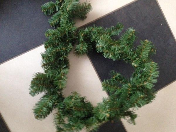 Рождественский венок своими руками - еловые ветки на каркасе
