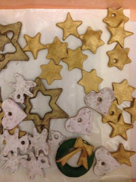 Рождественский венок своими руками - фигурки из слоеного теста