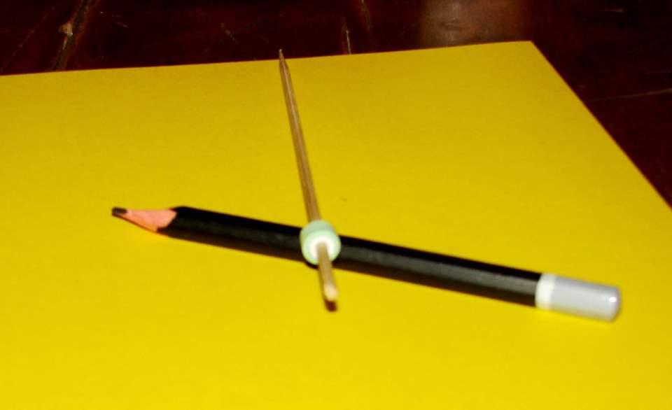 Настенный календарь своими руками - накручиваем полоску на палочку