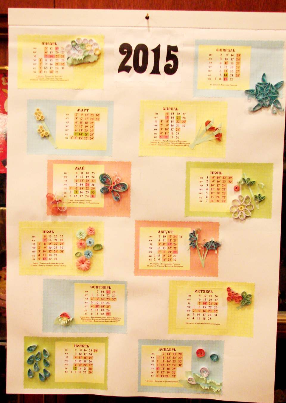 Настенный календарь своими руками - вырезаем и наклеиваем цифры 2015