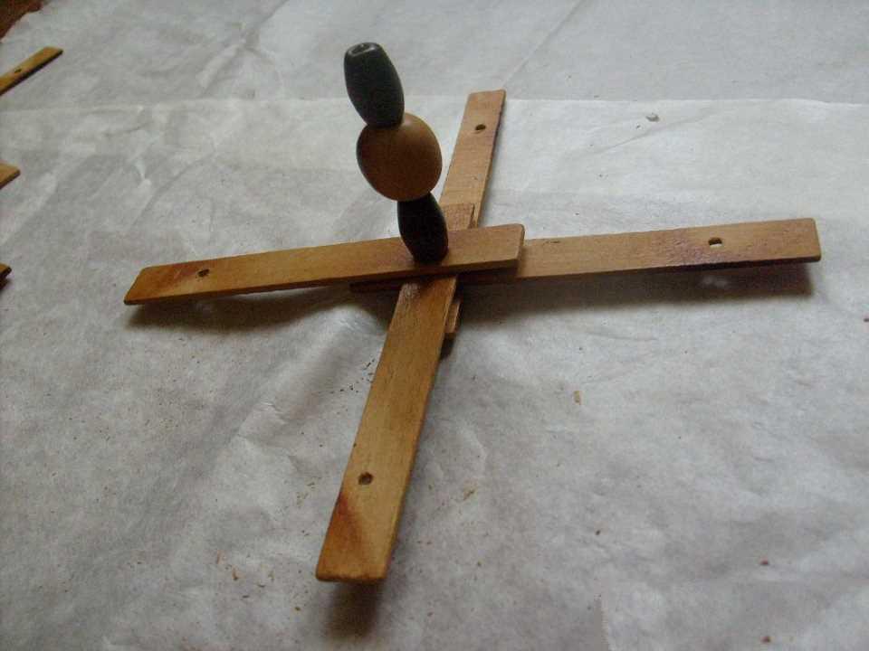 Вешалка для кухни своими руками - соединяем досочки